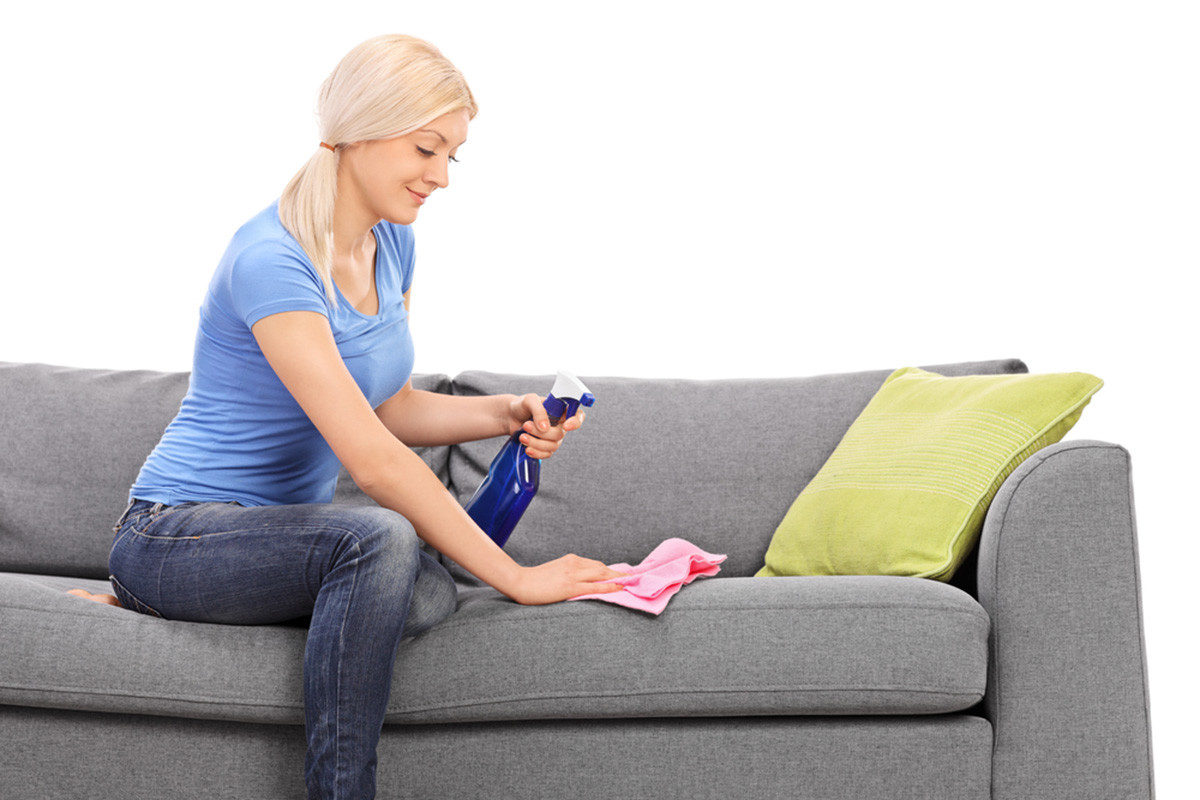 Как избавиться от неприятного запаха и пыли в мягкой мебели